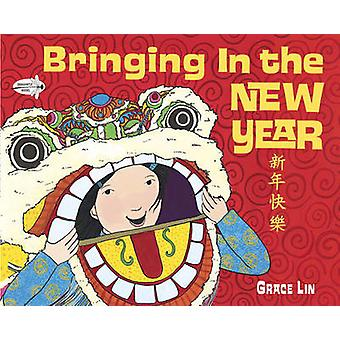 Bringing in the New Year by Grace Lin - 9780375866050 Book