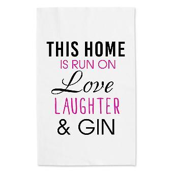 Этот дом запускается на любовь смех и Джин белым полотенцем