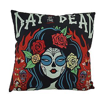死亡的黑色和红色卡拉韦拉女人在火焰装饰投掷枕头的一天