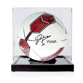 John Barnes ondertekend Liverpool Football In vitrine