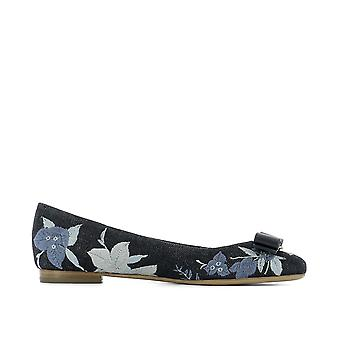 Salvatore Ferragamo Womens Varina Closed Toe Ballet Flats