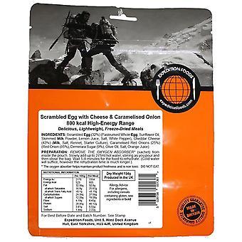 Expeditie voedingsmiddelen zwart roerei met kaas en Gekaramelliseerd UI