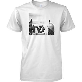 WW 2 D Day Landing Craft - Omaha Heroes - Mens T Shirt