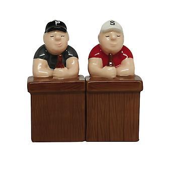 Bier Freunde sitzen an der Bar Salz und Pfeffer Shaker Set