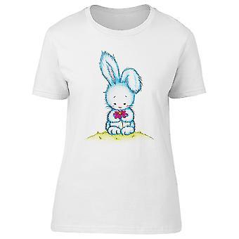 Osterhase hält Blume T-Shirt Frauen-Bild von Shutterstock