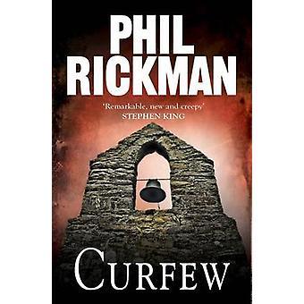 Toque de recolher (principal) por Phil Rickman - livro 9780857896933