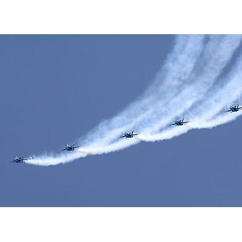 Blue Angels utfører en linje tritt loop under en Vis Poster trykk av Stocktrek bilder