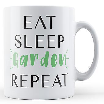 Äta sova trädgård Repeat - tryckt mugg