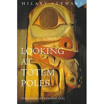 Blick auf Totempfähle von Hilary Stewart - 9780295972596 Buch