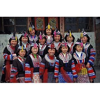 Tip-Top Miao flickor i traditionell dräkt Kina affisch skriva ut av Keren Su