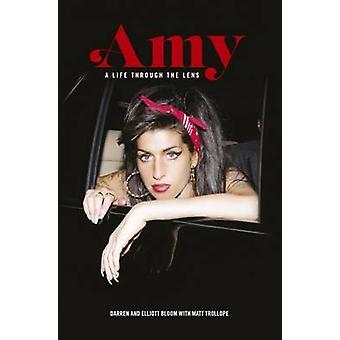 Amy Winehouse - A Life Through the Lens by Darren Bloom - Elliott Bloo