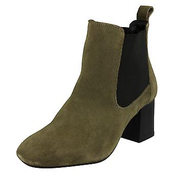Ladies Leather Collection Mid Heel Twin Gusset Ankle Boots F50657