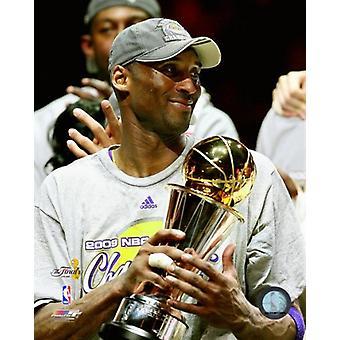 Kobe Bryant omgång fem 2009 NBA-finalerna med MVP Trophy (#32) Photo Print (8 x 10)