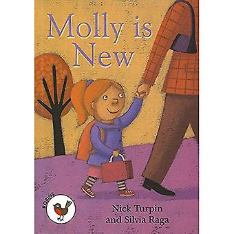 Molly is New: Robins Level 1 (ReadZone Reading Path)