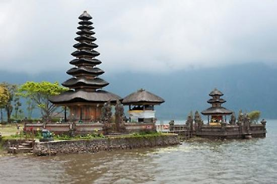 Pura Ulun Danu Bratan temple on the edge of Lake Bratan Baturiti Bali Indonesia Poster Print by Panoramic Images (36 x 24)