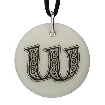 Handgemaakte Keltische eerste ronde gevormde porselein hanger - Letter 'W' ~ 36 inch zwart snoer