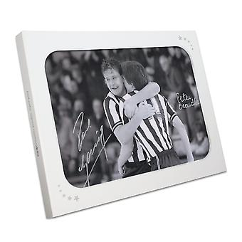 Paul Gascoigne und Peter Beardsley signiertes Newcastle United Photo. In Geschenkbox