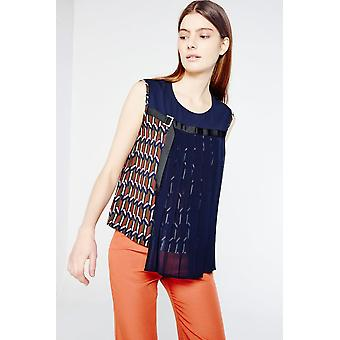 Cubic Sleeveless Top With Pleat And Print Detail