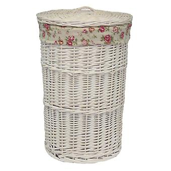 Pequeño redondo blanco lavado cesta de lavadero con una rosa del jardín de la guarnición