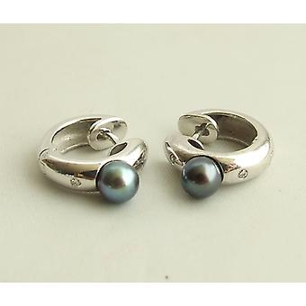 White gold earrings with pearls and diamond