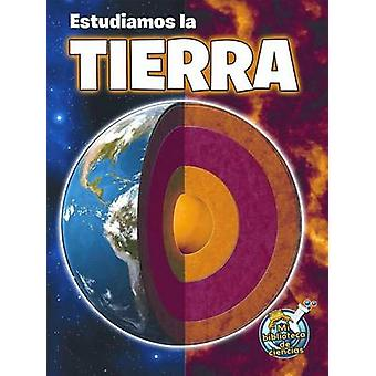 Estudiamos La Tierra (Studying Our Earth Inside and Out) by Kimberly