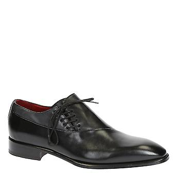 Modern oxfords shoes for men in black leather