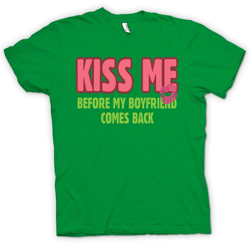 T-shirt des hommes - Kiss Me Before My Boyfriend Comes Back - Drôle