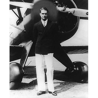 Retrato de Howard Hughes com avião Boeing Inglewood CA 1940 Poster Print pelo McMahan Photo Archive (8 x 10)