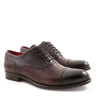 Handmade men's brogues oxford shoes in leather