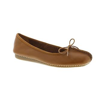 Clarks Freckle Ice - Dark Tan Leather (Brown) Womens Pumps Various