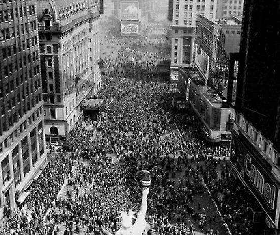 High angle view of a replica of the Statue of Liberty on VJ Day Times Square Manhattan nouveau York City nouveau York USA Poster Print