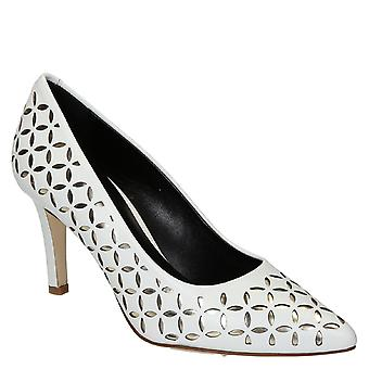 White leather pumps with platinum texture