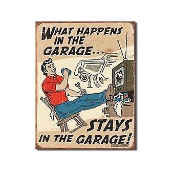 Hva skjer i garasjen (mann på stolen)... morsomme metall skilt (de)