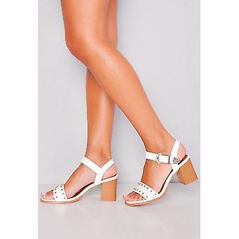 Nieten im westlichen Stil Riemchen Block Heel Sandalen weiß