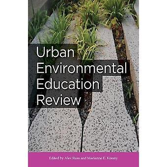 Urban miljøuddannelse gennemgang af Alex Russ - 9781501707759 bog