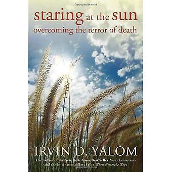Stirrar på solen: att övervinna skräcken av död