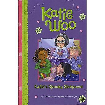 Soirée pyjama Spooky de Katie (Katie Woo (qualité))