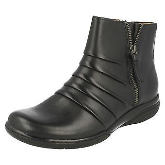 Дамы Clarks смарт лодыжку ботинки Кирнс румяна