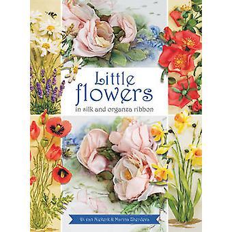Kleine Blumen in Seide & Organzaband von Di van Niekerk - Marina Zh