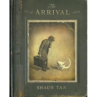 The Arrival by Shaun Tan - 9780340969939 Book