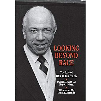 Looking beyond Race: The Life of Otis Milton Smith (Great Lakes Books)