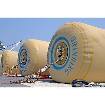 飛行甲板の空母バターン ポスター印刷 Stocktrek 画像上輸送のゴムブラダー飲料水を待つ