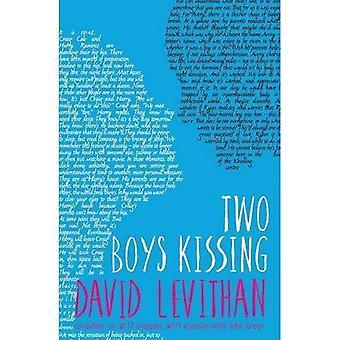 Deux garçons s'embrasser