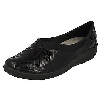 Ladies Clarks Cloudstepper Slip On Shoes Sillian Jetay