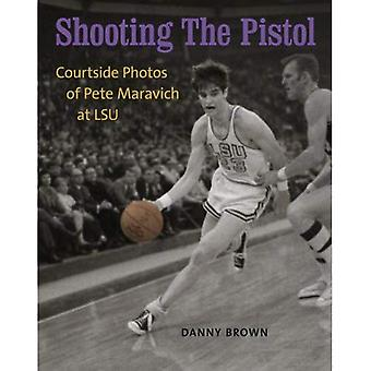 Le pistolet de tir: Courtside Photos de Pete Maravich à LSU