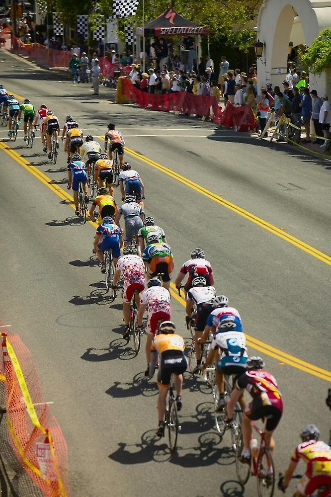 Amateur Hommes Bicyclists competing in the Garrett Lemire Memorial Grand Prix National Racing Circuit (NRC) on April 10 2005 in Ojai CA Poster Print by Panoramic Images (36 x 24)