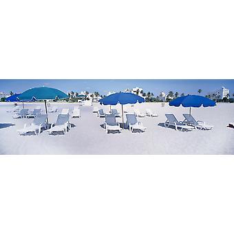 Sedie a sdraio sulla spiaggia di South Beach Miami Miami-Dade County Florida USA Poster stampa