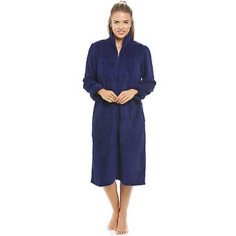 Cappotto di Camille Soft in pile blu Navy Zip davanti casa