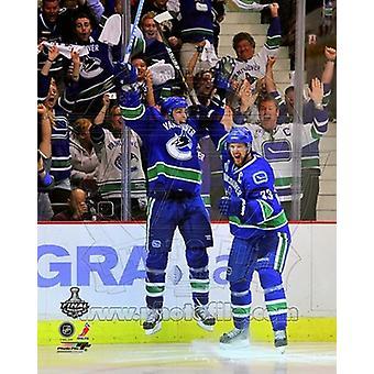 Alex Burrows & Henrik Sedin vieren winnen Game 2 van de 2011 NHL Stanley Cup Finals(#14) sport foto