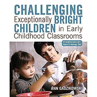 Contestant les enfants exceptionnellement brillantes dans les classes de la petite enfance
